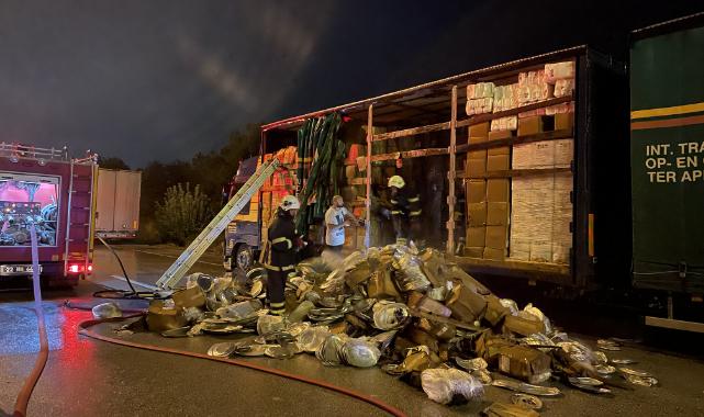 Kapıkule Sınır Kapısı Yolundaki Tır Yangını Trafiği Aksattı