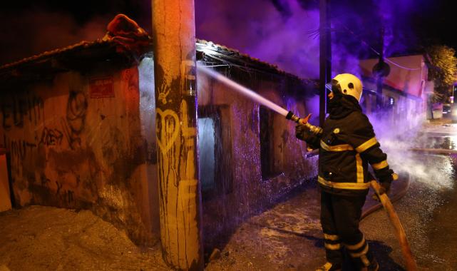 Müstakil Ev, Yangın Sonucu Kullanılamaz Hale Geldi