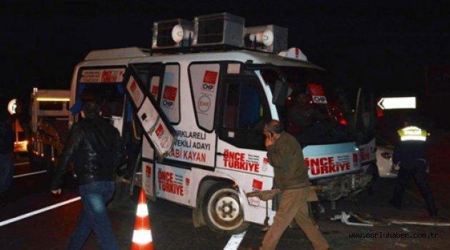 CHP'ye ait minibüs kaza yaptı: 19 yaralı