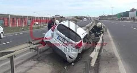 otomobil bariyerlere çarptı, 1 yaralı